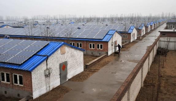 市国香养殖有限公司利用猪舍屋顶安装太阳能